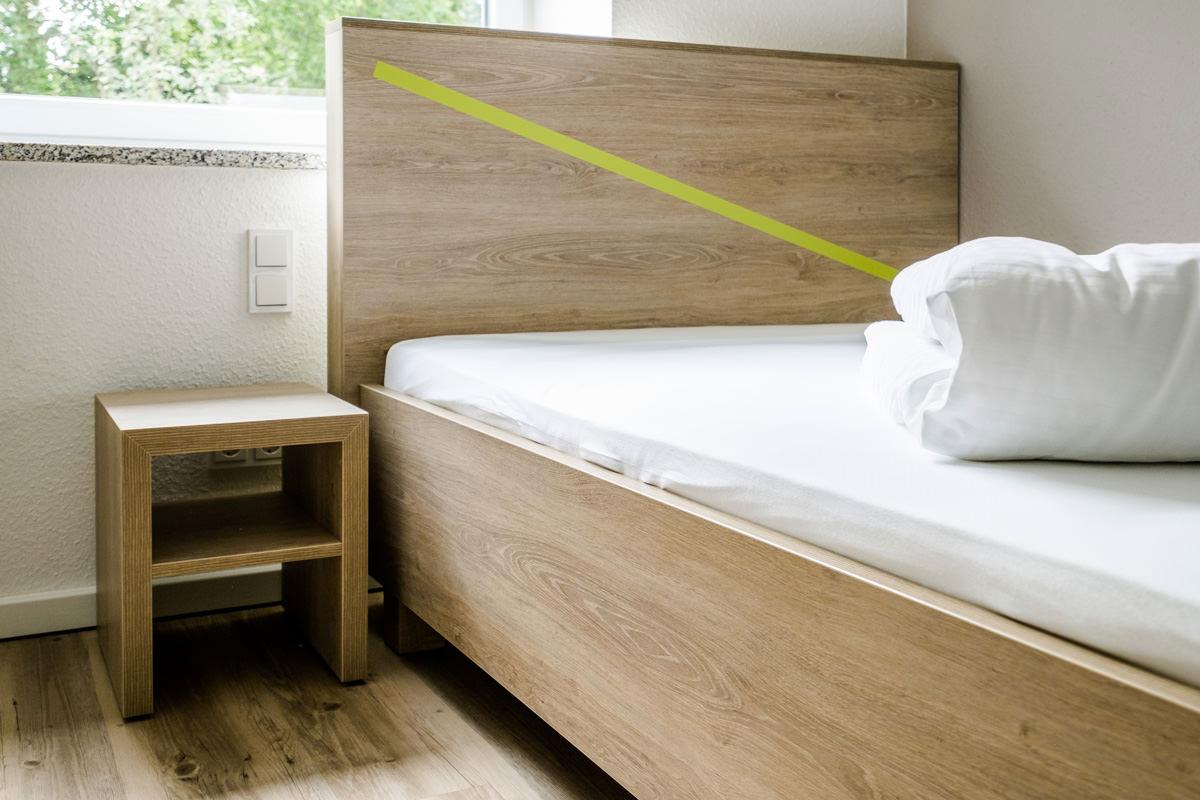 Tischlerei Hagemeier, Referenz Gütersloh, Möbelbau Bettgestell und Nachttisch