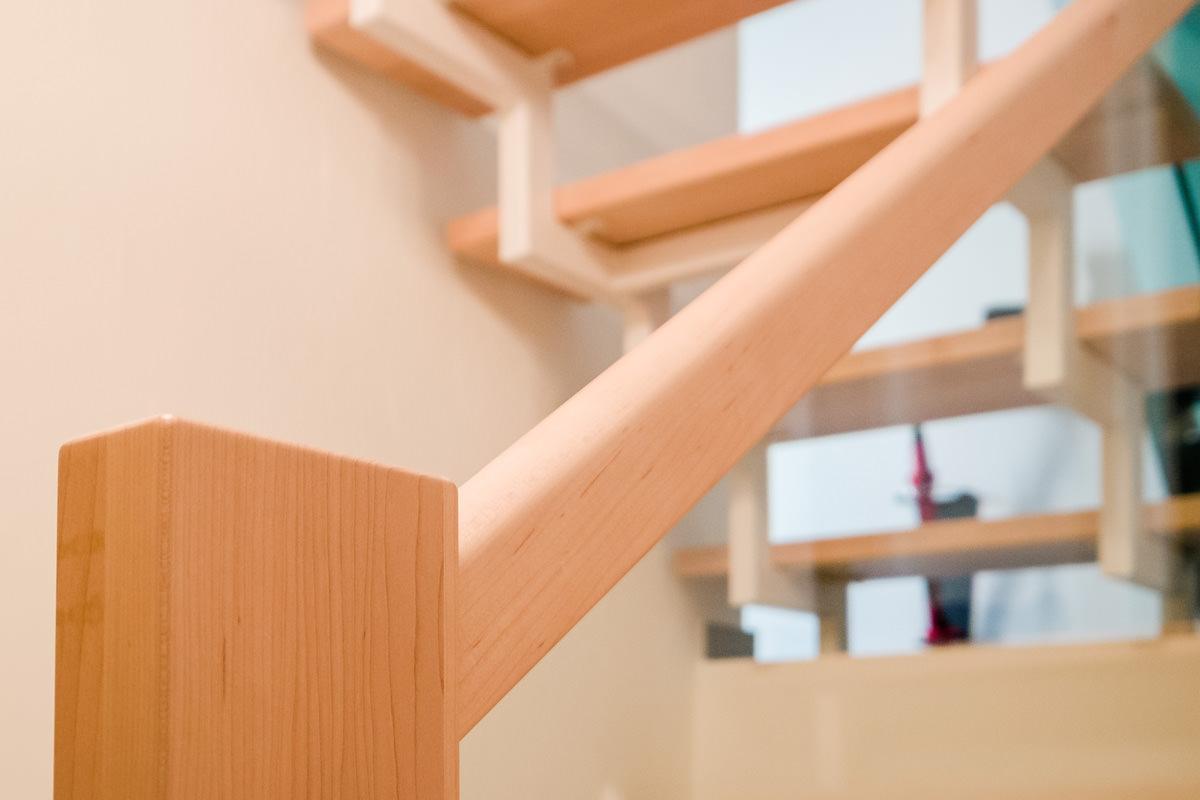 Tischlerei Hagemeier, Projekte, Treppensanierung Bielefeld, Geländer aus Ahorn