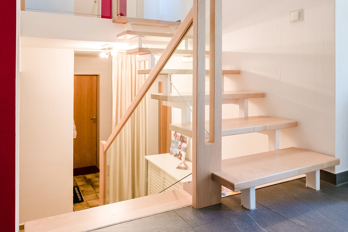 tischlerei hagemeier in steinhagen projekt treppensanierung mit ahorn in bielefeld. Black Bedroom Furniture Sets. Home Design Ideas
