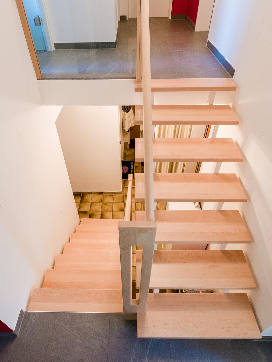 Tischlerei Hagemeier, Projekte, Referenz Bielefeld, helle Treppe aus Ahorn