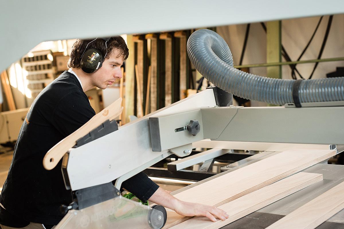 Tischlerei Hagemeier in Steinhagen, Mitarbeiter in der Werkstatt