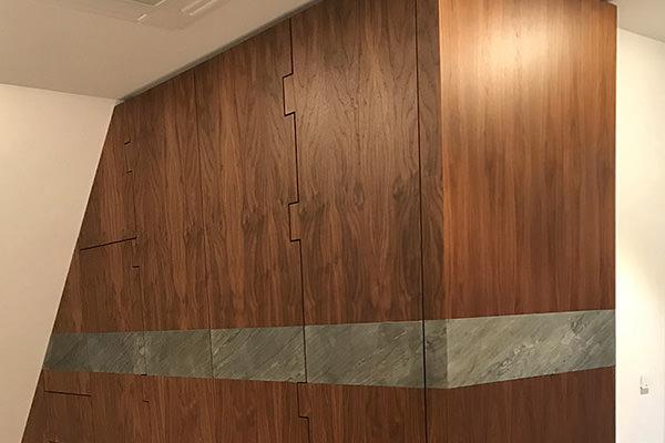Projekte der Tischlerei Hagemeier in Steinhagen, Einbauschrank aus Nussbaum