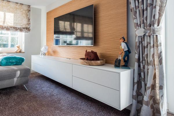 Möbelbau Tischlerei Hagemeier in Steinhagen, 3D-Strukturplatte aus Eichenholz, schwebendes Sideboard